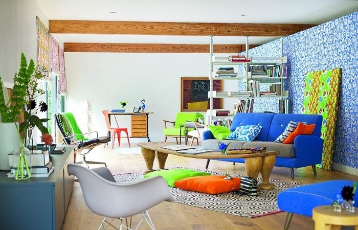 Asymmetric arrangement of furniture