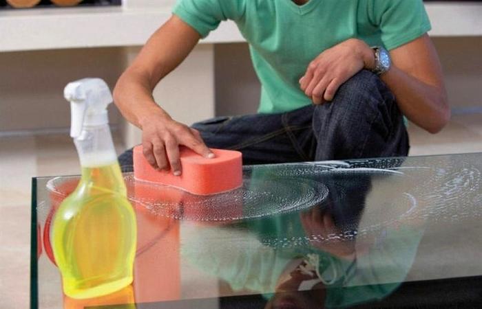 Догляд за меблями зі скла